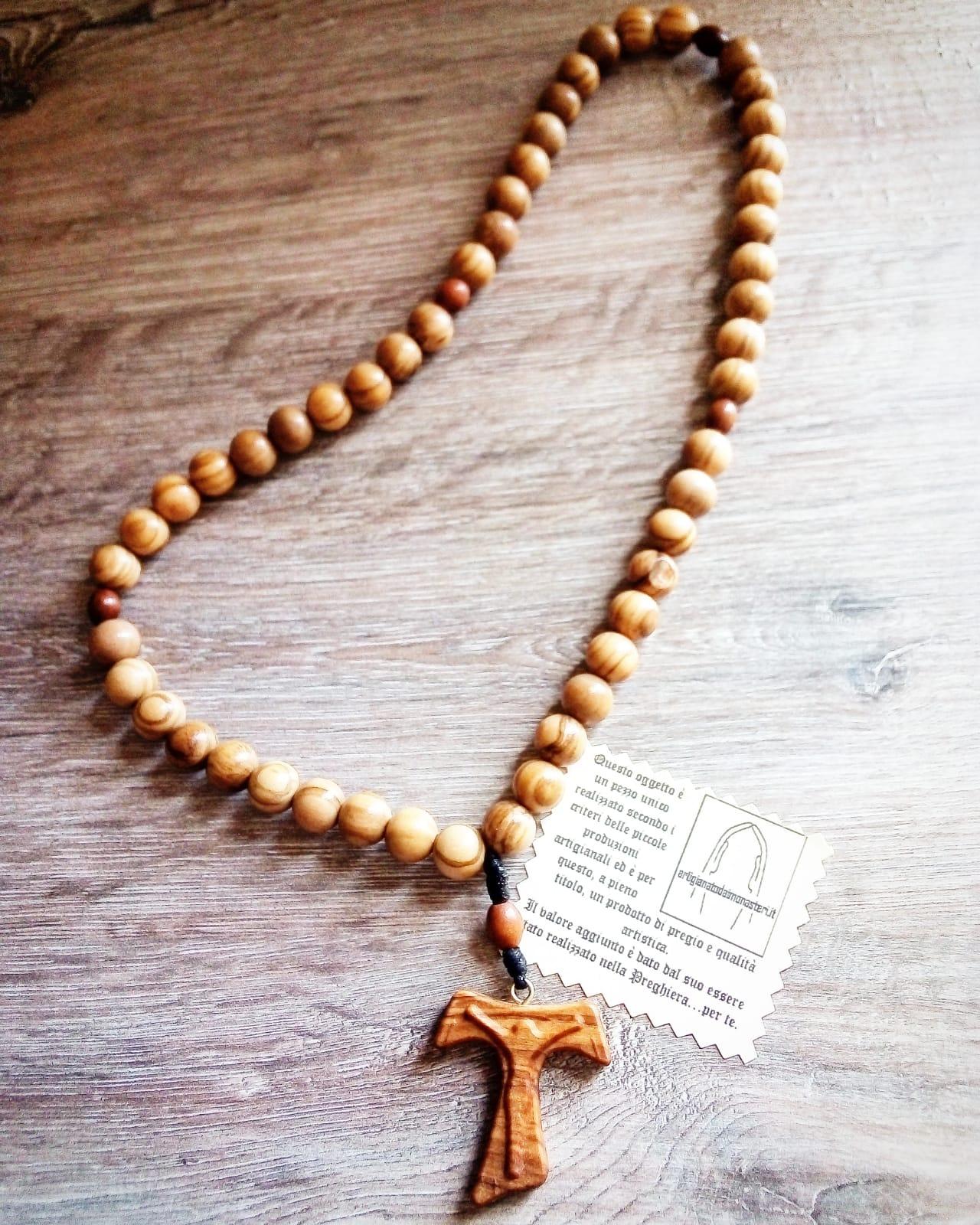 Rosario Francescano arigianale con grani in ulivo e Tau con Cristo traforato
