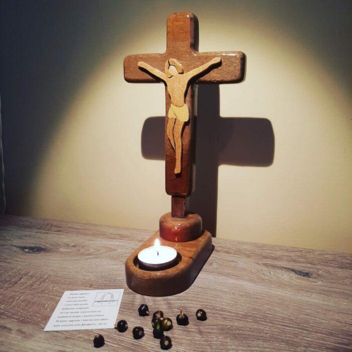 Croce da tavolo per la preghiera personale